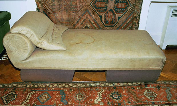 Analyse This Has Freud S Sofa Become A Religious Relic