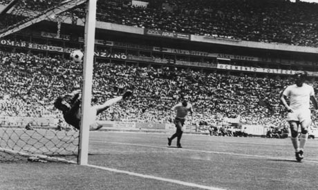 Gordon Banks denies Pele