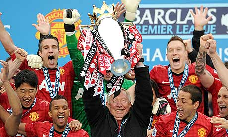 Sir-alex-ferguson-lifts-t-008