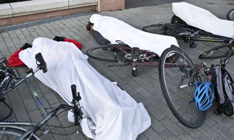 Thumbnail for Cyclists stage 'die-in' at Vauxhall bridge over road safety
