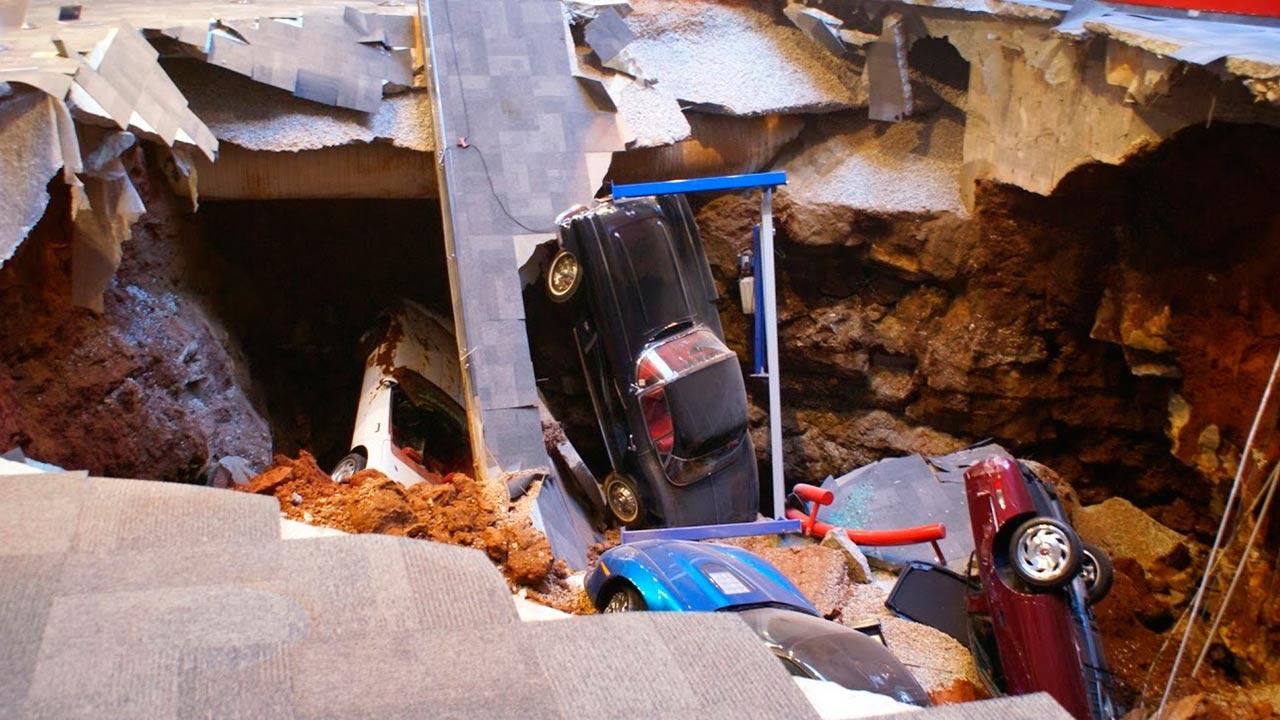 Sinkhole In Bowling Green Kentucky Swallows Eight Cars