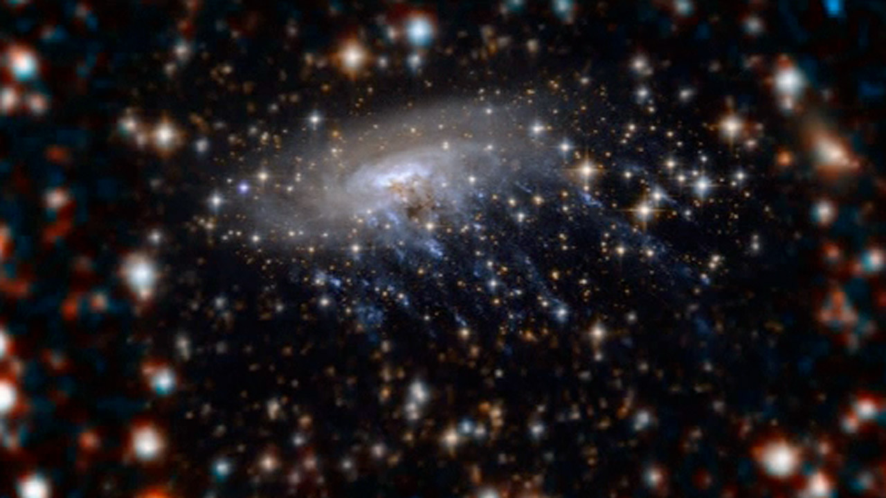 Hubble shows galaxy being ripped apart – video | Science ...