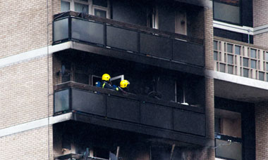 https://static-secure.guim.co.uk/sys-images/Guardian/Pix/pictures/2011/7/5/1309853073009/bermondsey-tower-block-fi-006.jpg