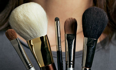 This link for geneewenee makeup brushes is still working