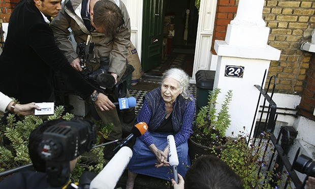 doris lessing england versus england Are compared to examine what translation practices have been used to assign   en dos traducciones de the golden notebook de doris lessing  learning,  valentí emigrated to england in 1962 escaping not only from the oppres.