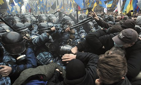 Thumbnail for Ukrainian protesters flood Kiev after president pulls out of EU deal