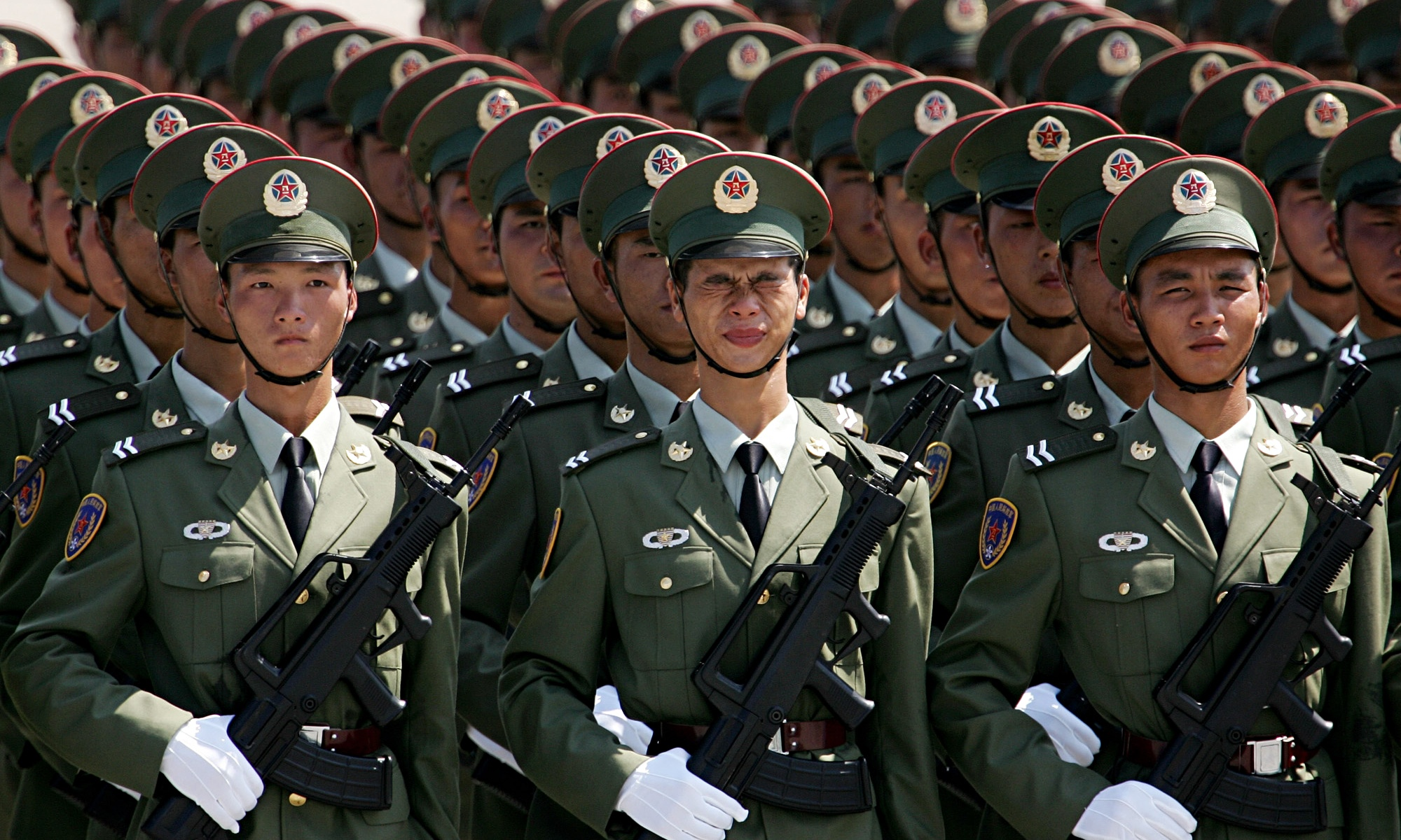 Grimacing while in formation - Chinese People's Liberation ...