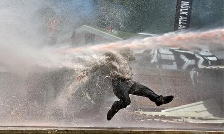 ♕ SPIRIT BRINGERS: EMPYREAN REALM. (SAGA DE DENEB - GRAN TORNEO) - Página 6 Water-cannon-on-use-on-a--007