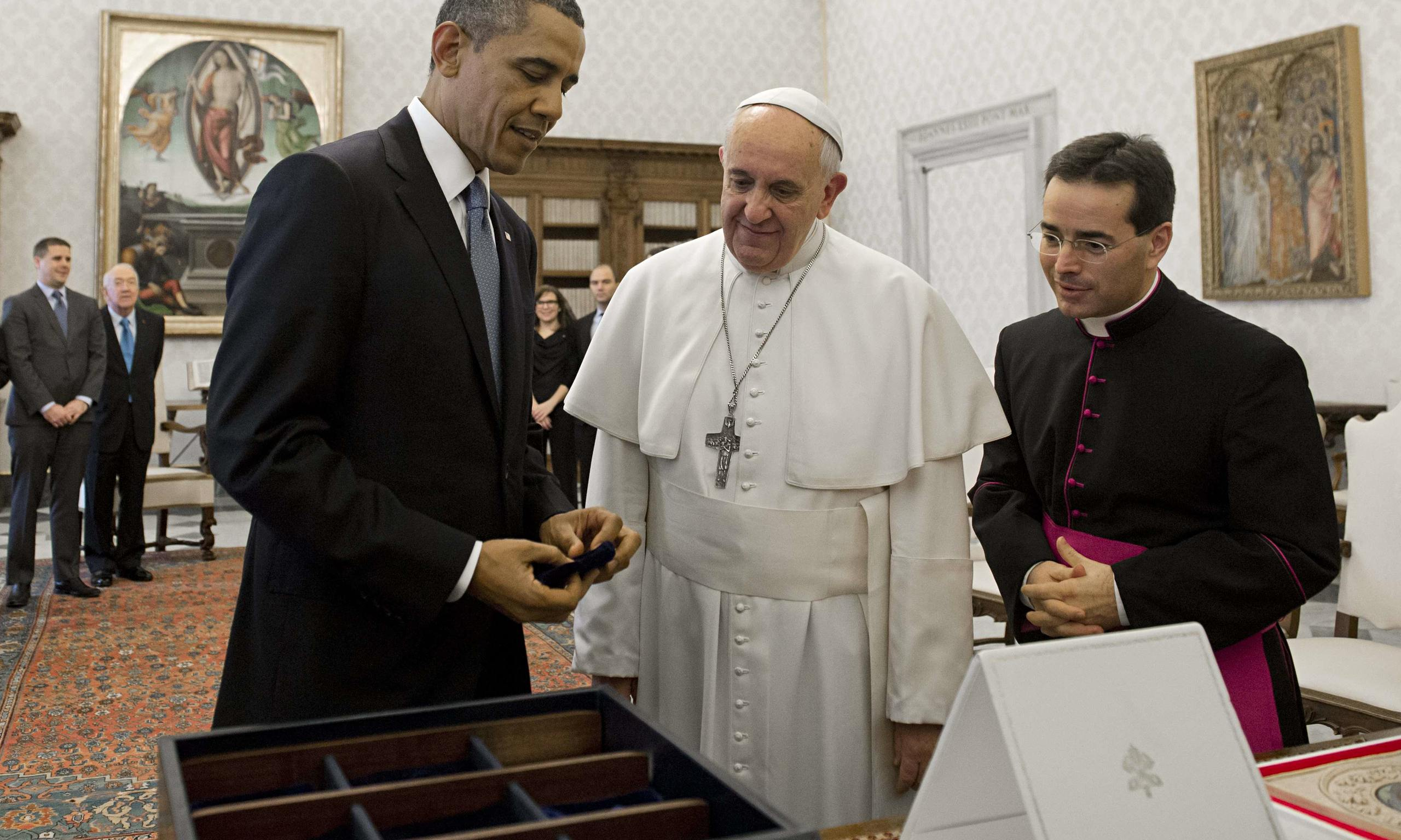 Is it Monsanto seeds that Obama is giving to Pope?