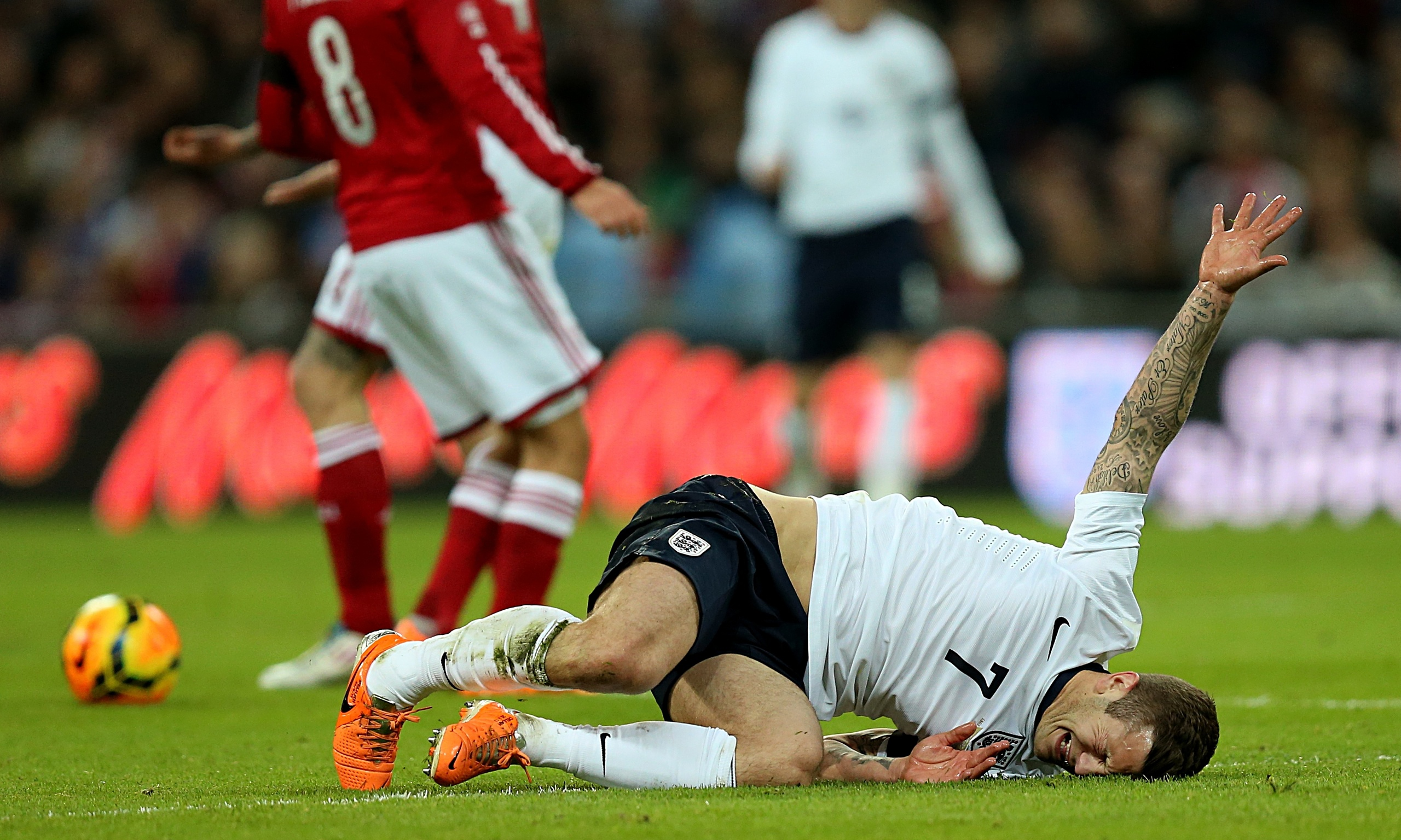 Jack Wilshere out for six weeks with hairline fracture of foot