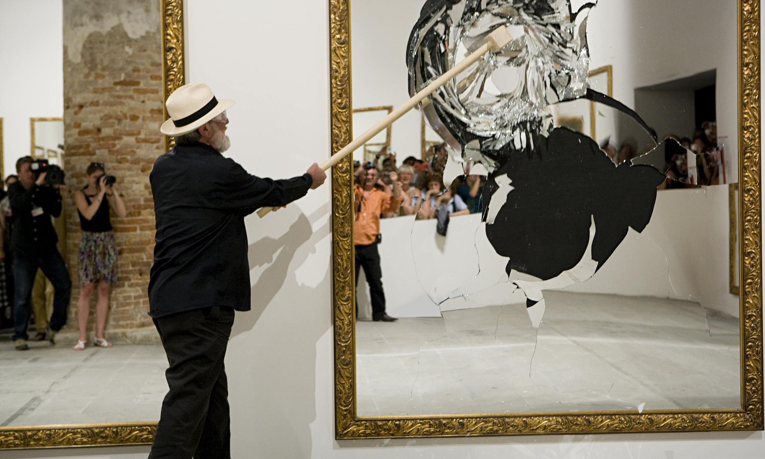 https://static-secure.guim.co.uk/sys-images/Guardian/Pix/pictures/2014/5/27/1401203946653/pistoletto-mirror-smashin-014.jpg