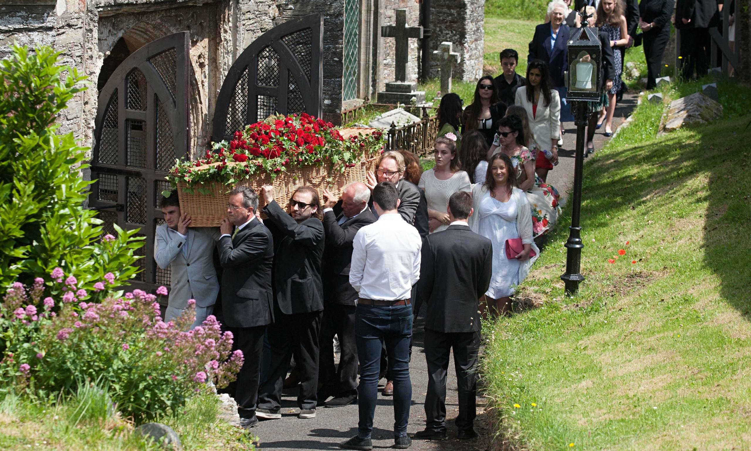 Rik Mayall funeral attended by stars of comedy ...