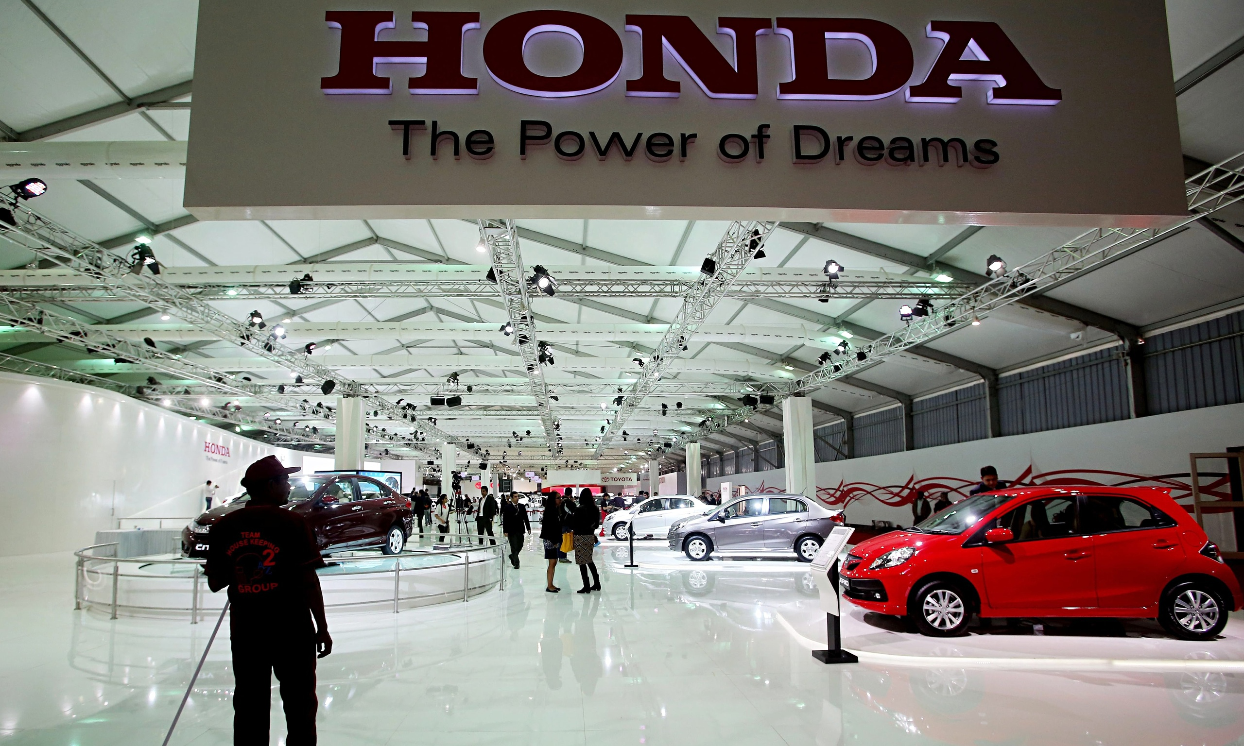 Honda recalls nearly 2m cars in airbag scare | Business | The Guardian