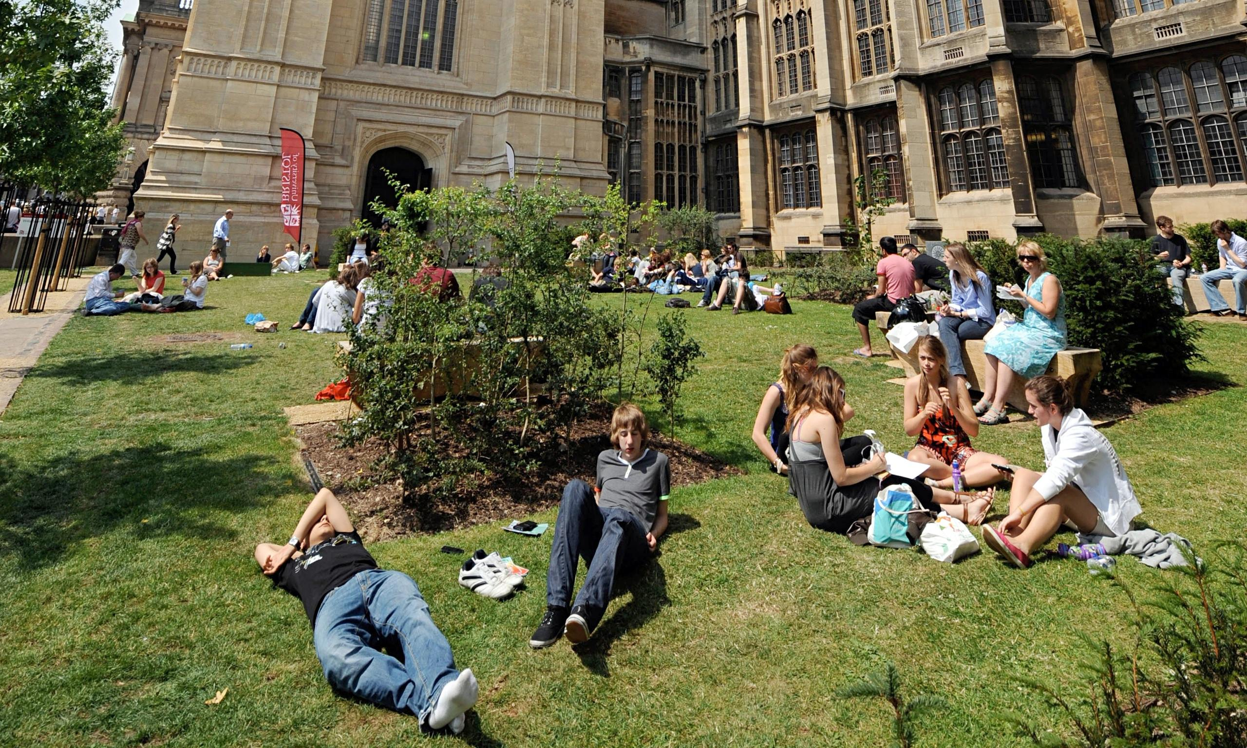 University applications in UK up 4%