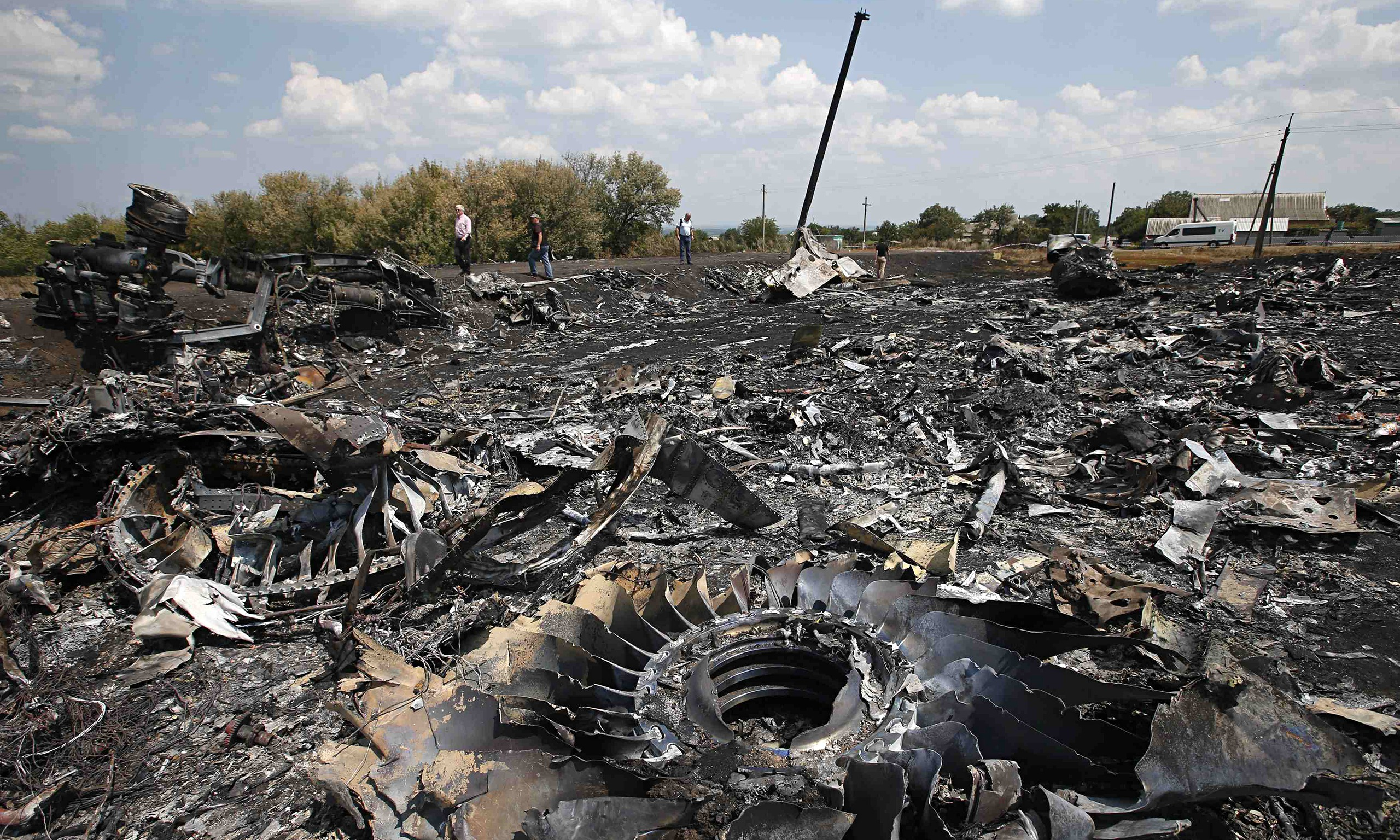 https://static-secure.guim.co.uk/sys-images/Guardian/Pix/pictures/2014/7/23/1406120588459/MH17-wreckage-014.jpg