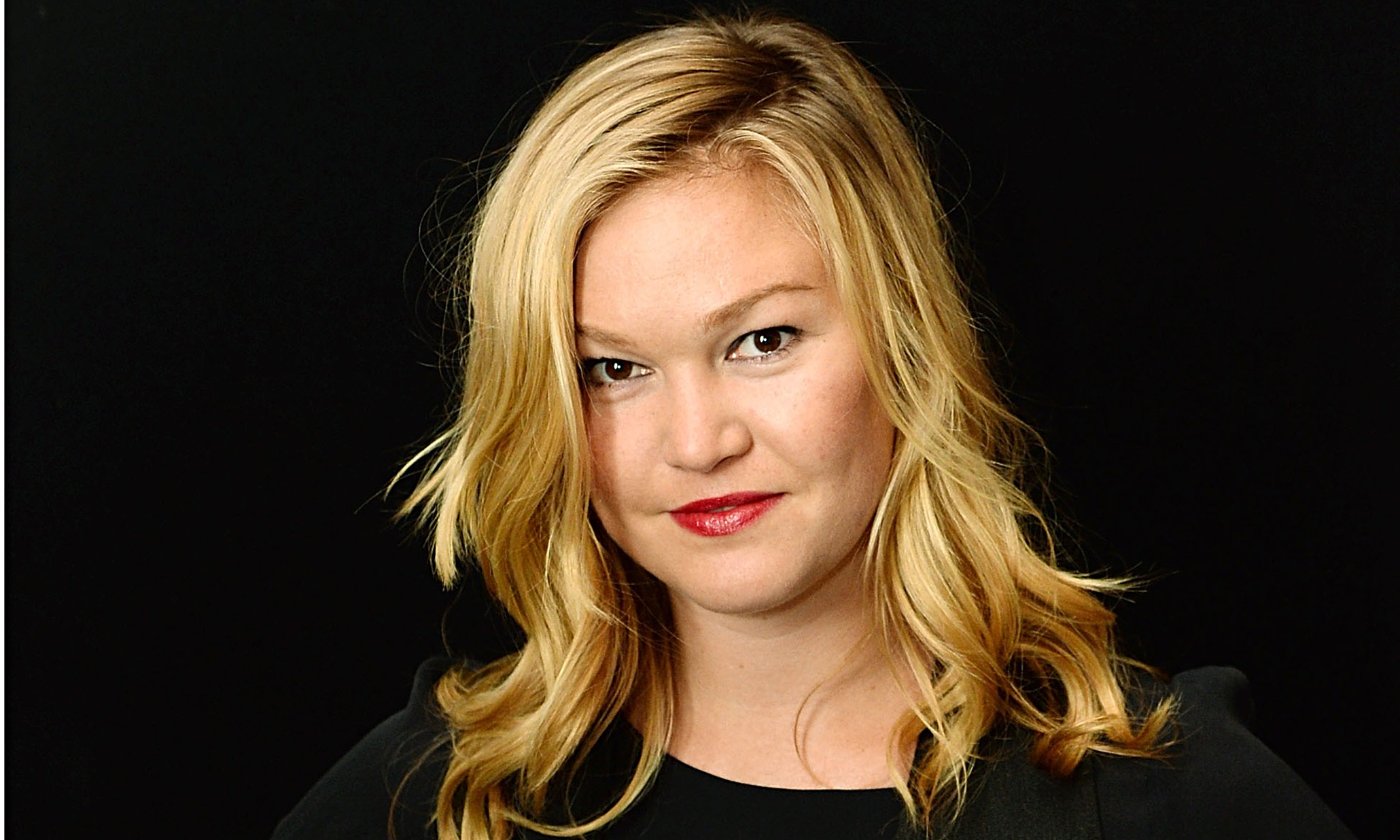 Julia Stiles Transgender