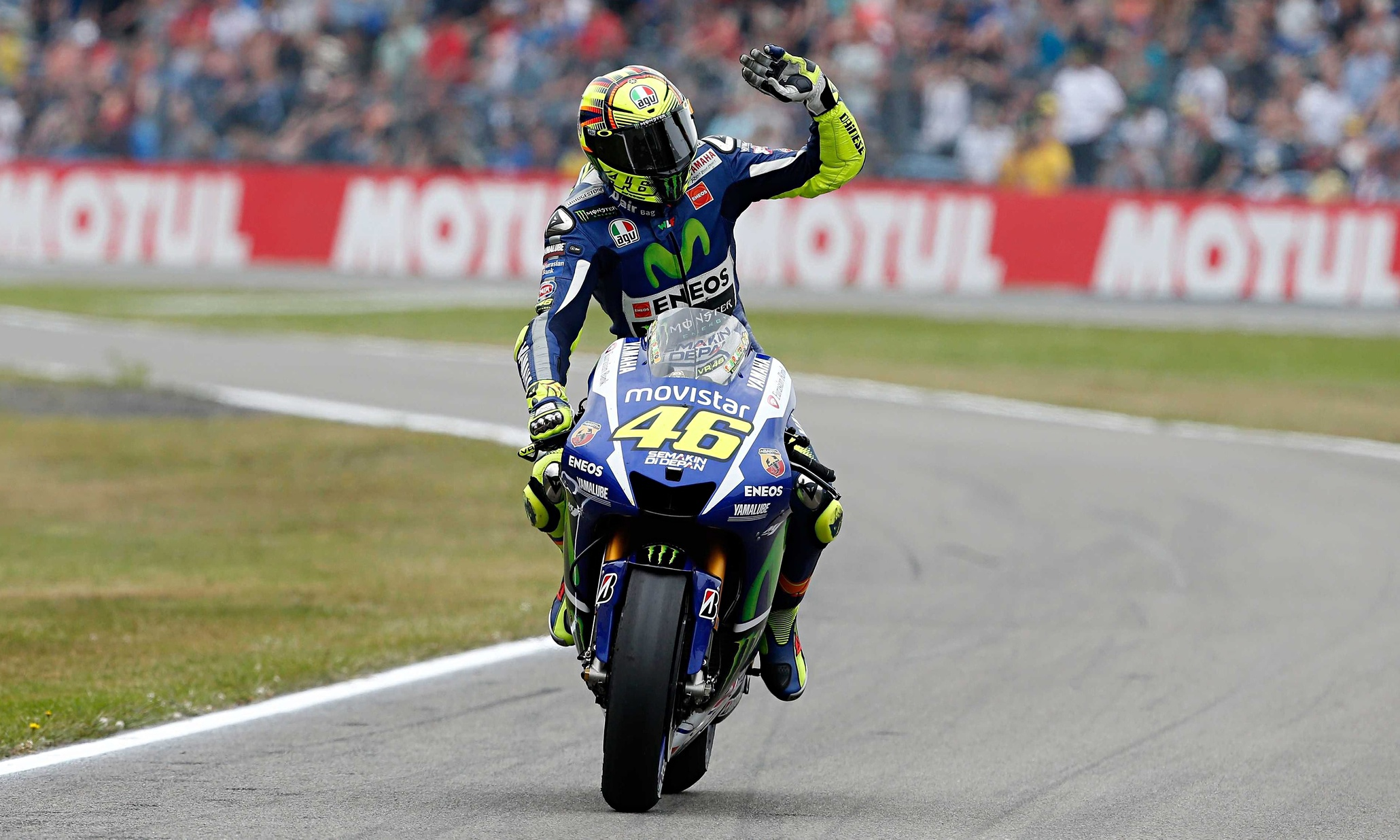 https://static-secure.guim.co.uk/sys-images/Guardian/Pix/pictures/2015/6/26/1435337969190/Valentino-Rossi-in-Assen-009.jpg