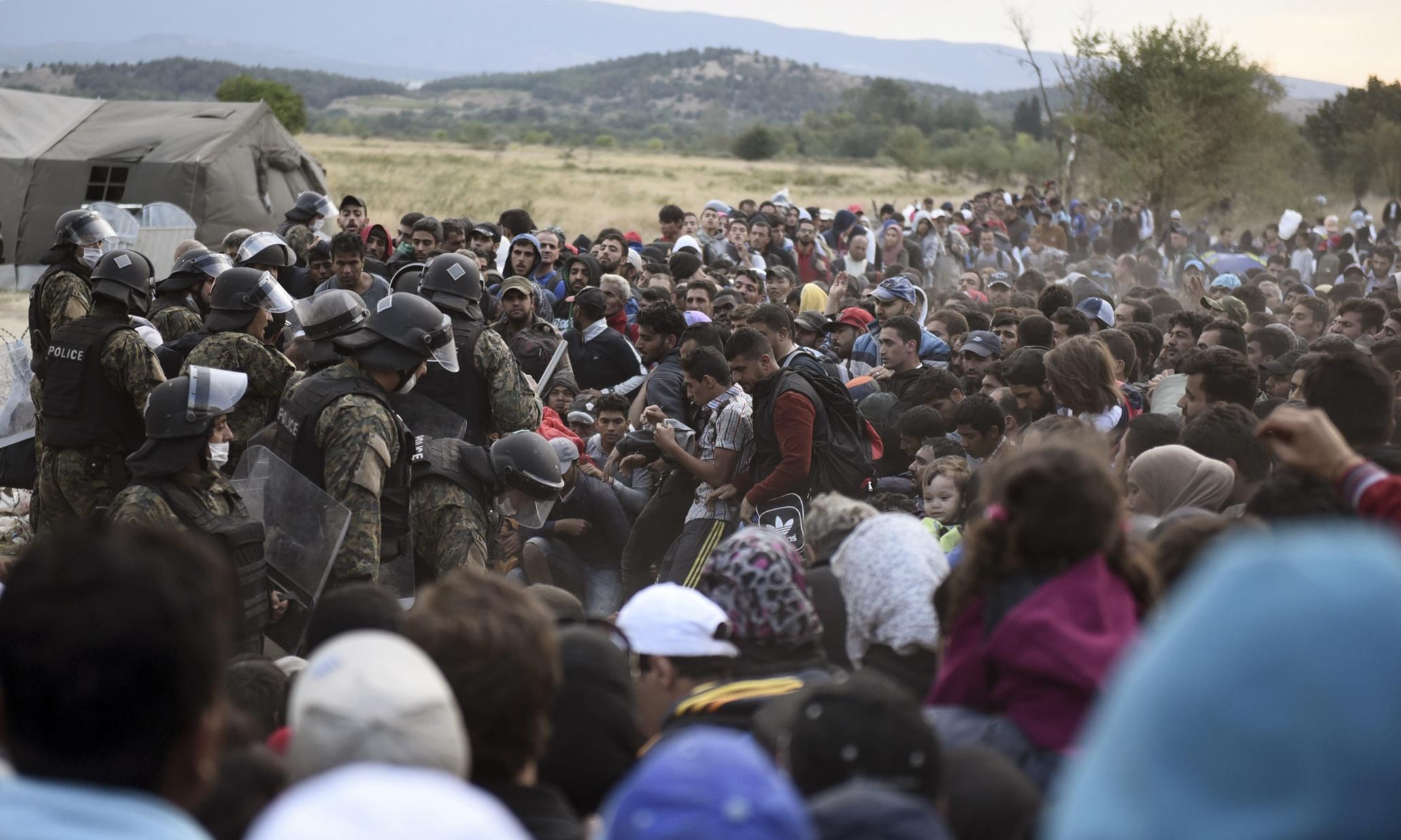敘利亞難民的長途流徙,是天災與人禍交錯的複雜結果。(圖片來源:Giannis Papanikos/AP)